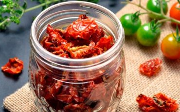 Sun-dried tomato halves